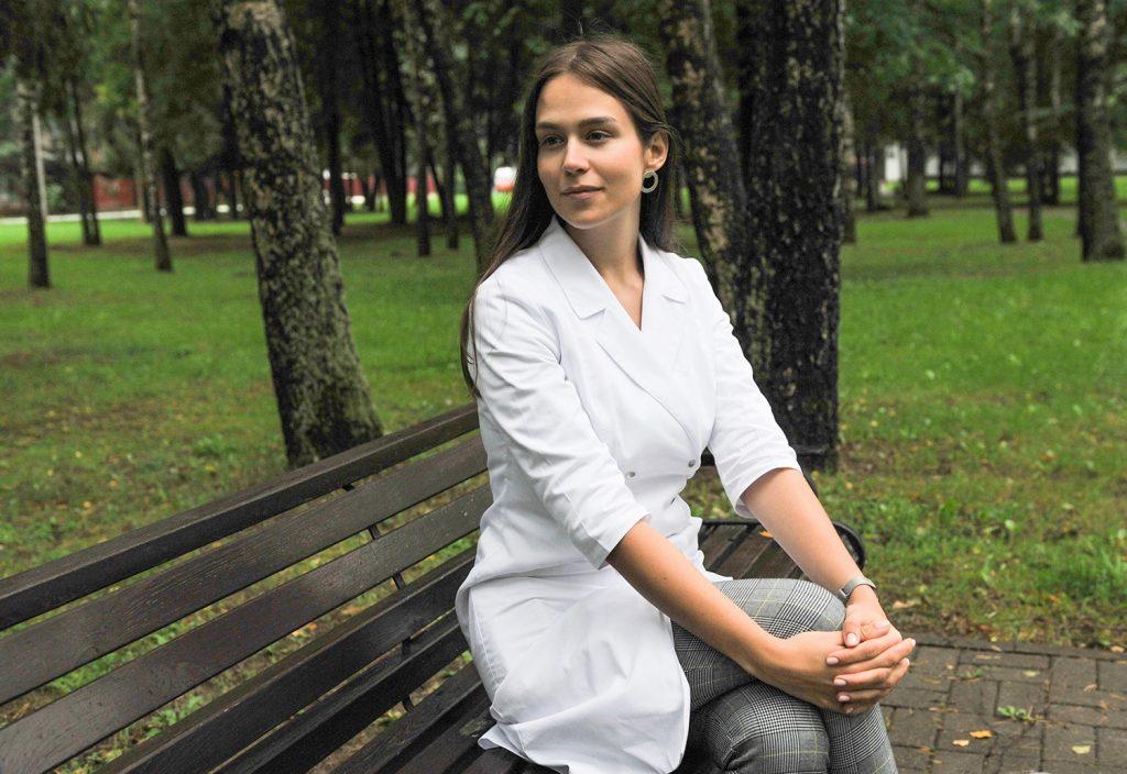 Эвеліна Сінкявічуце, урач-псіхатэрапеўт, загадчык медыка-псіхалагічнага аддзялення, працуе ў Рэспубліканскім навукова-практычным цэнтры анкалогіі і медыцынскай радыялогіі.