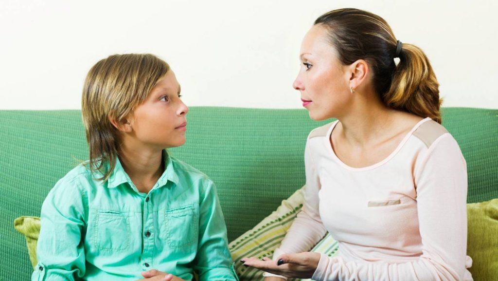 Вучоба дзіцяці. Размова маці з сынам.