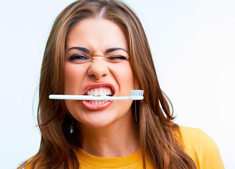 Зубы псуюцца. Не чысціць шмат разоў на дзень.