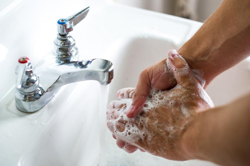 Каранавирус. Мыем рукі з мылам 20 секунд.