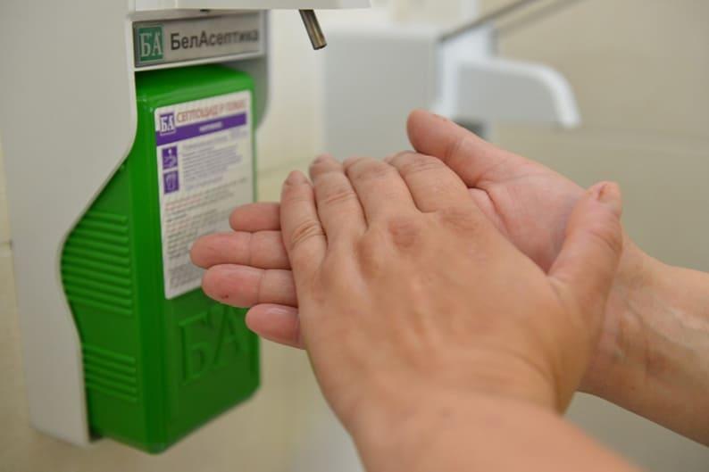 Каранавірсу. Калі няма магчымасці вымыць рукі з мылам, карыстаемся антысептыкам.