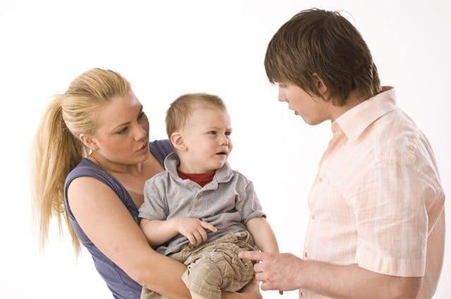 Бацькоўства. Дзіця ад першага шлюбу раўнуе тату.