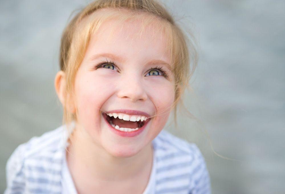 Стматалогія. Дзіцячыя зубы. Чаму пастаянныя і малочныя не аднаго колеру.