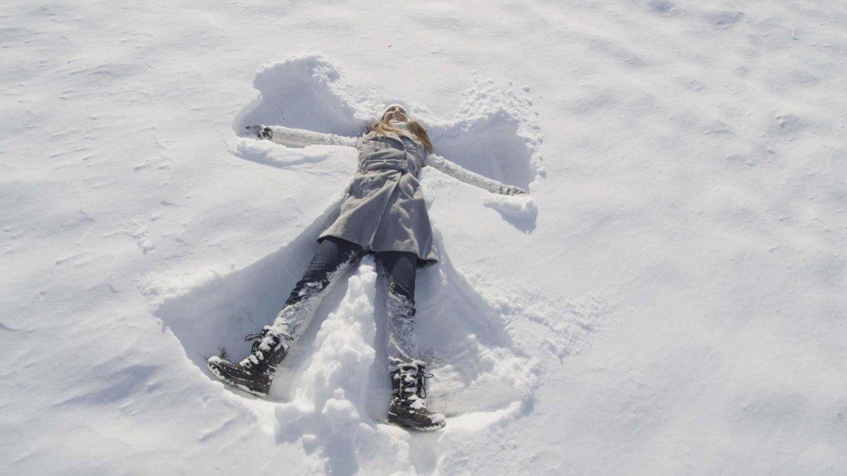 Снежныя анёлы. Як зрабіць анёла на снезе.