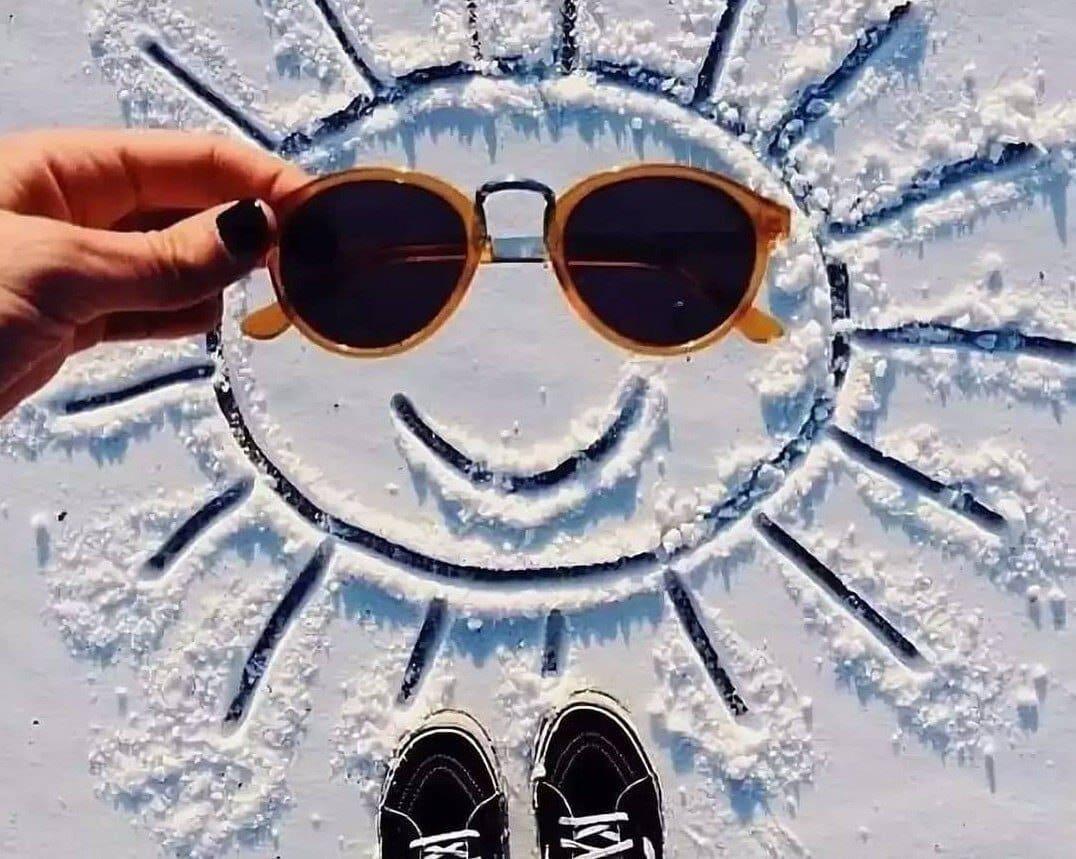 Сонца на снезе. Дзень малявання сонца на снезе.