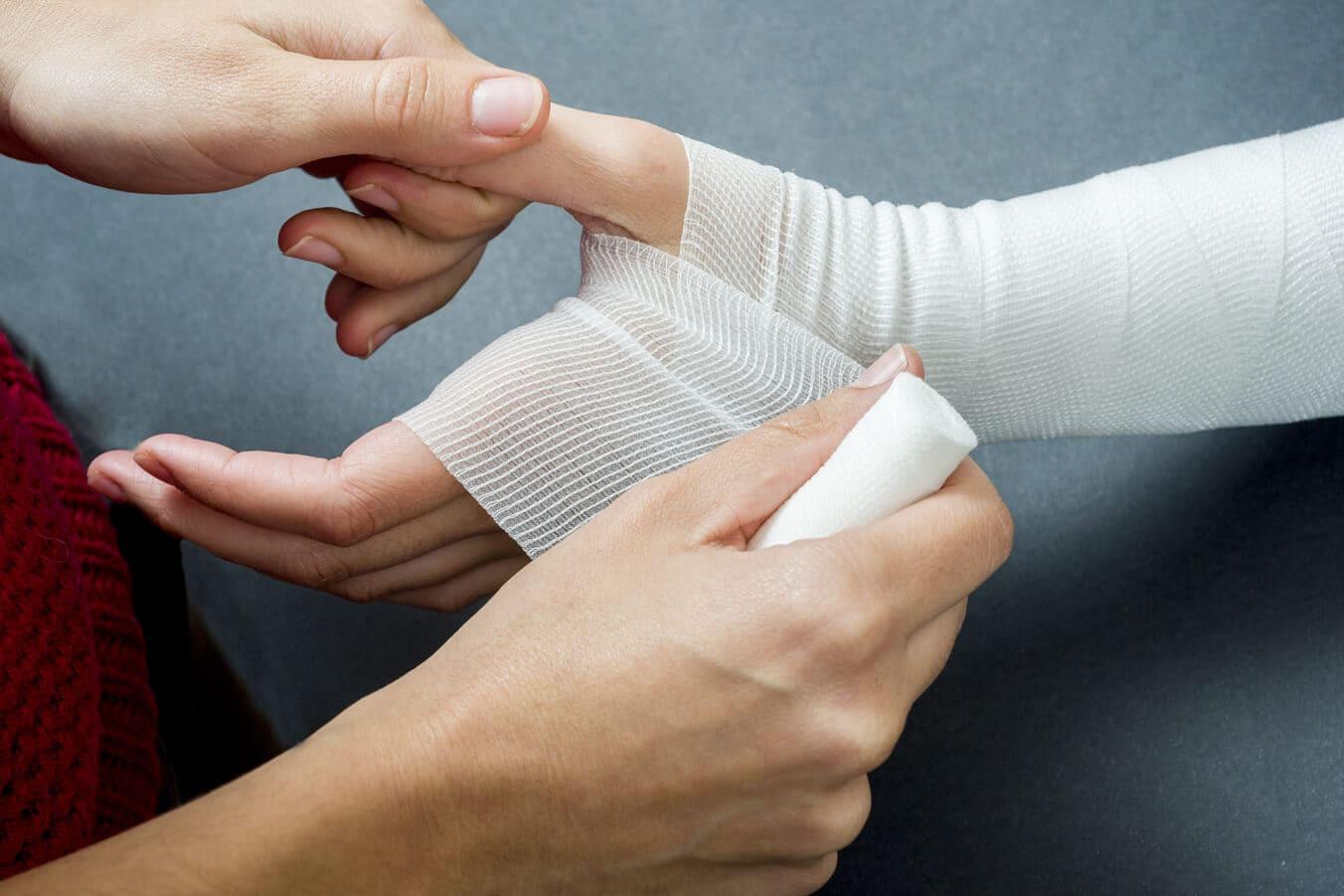 Першая дапамога. Як апрацоўваць раны.