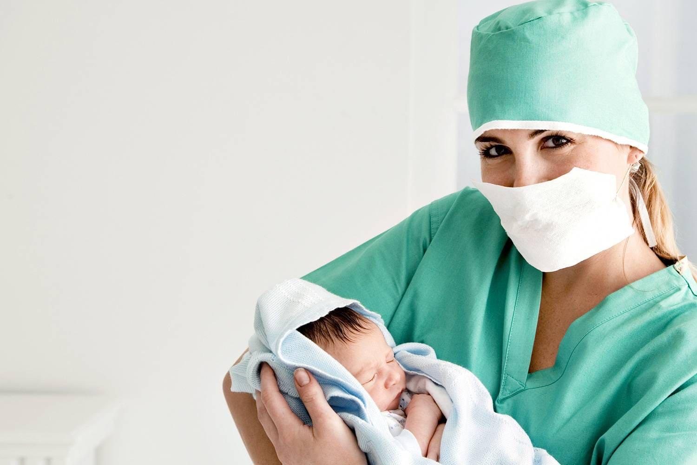 Роды пасля 40. Як дапамагаюць медсёстры.