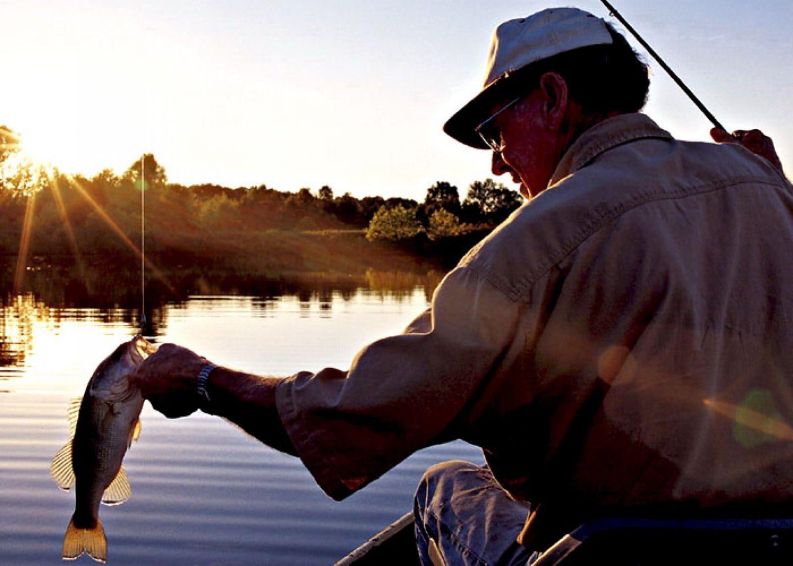 Рыба. Вудзіць рыбу ў Сусветны дзень рыбалоўства.