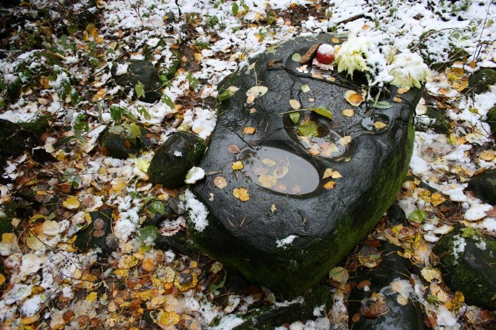 Сакральныя мясціны. Камяні з дзівоснымі слядамі.