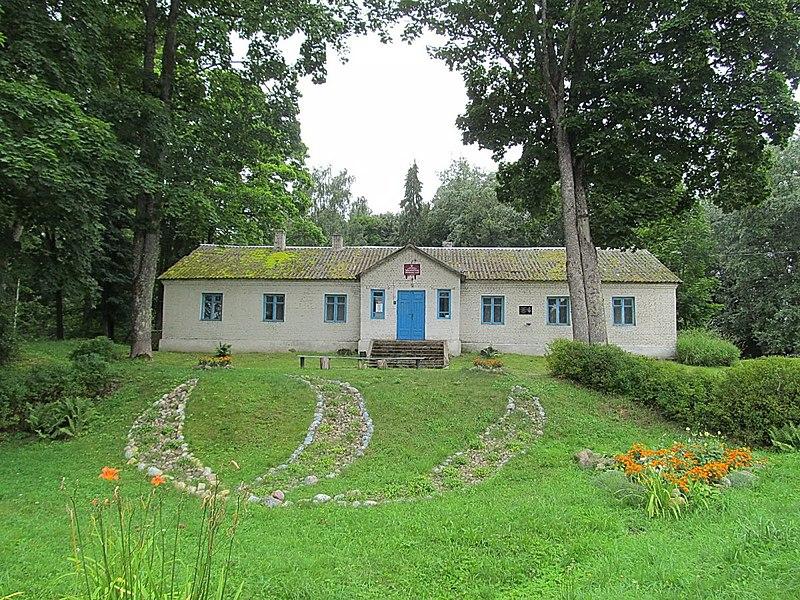 Бібліяіэка на месцы сядзібнага дома Дмахоўскіх